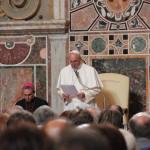 Papa Francesco si rivolge con discorso ai presenti